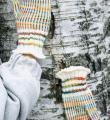 Спицами полосатые варежки из меланжевой пряжи фото к описанию