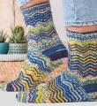 Спицами цветные носки для мужчин с волнистым узором фото к описанию