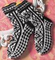 Спицами графично черно-белые носки фото к описанию