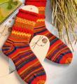 Спицами полосатые носки с шишечками фото к описанию