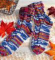 Спицами разноцветные носочки с пуговицей фото к описанию
