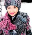Спицами объемное пальто в комплекте с шапкой, муфтой и шарфиком фото к описанию