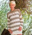 Крючком удлиненный ажурный пуловер в полоску фото к описанию