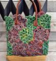 Спицами сумка из цветочных узоров фото к описанию