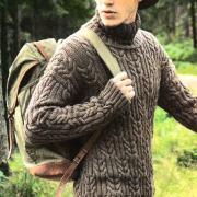 Как связать для мужчин рельефный свитер для мужчины с воротником гольф