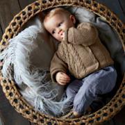 Как связать  детская кофта с крупными косами