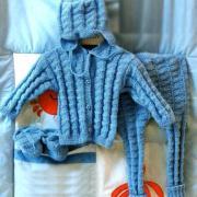 Как связать  детский комплект из кофты и штанишек