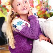 Как связать  детский жакет с цветным узором на пуговицах