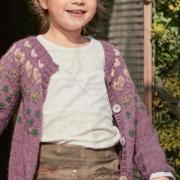 Как связать  детский жакет с цветными сердечками