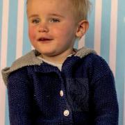 Как связать  детский жакет с капюшоном