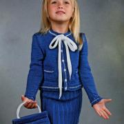 Как связать  синий жакет с бантом для девочки