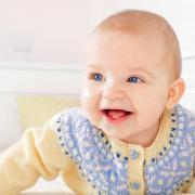 Как связать  жаккардовый жакет на пуговицах для малыша
