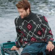 Как связать для мужчин мужской свитер с геометрическим узором