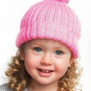 Как связать  шапка для девочки с помпоном и отворотом