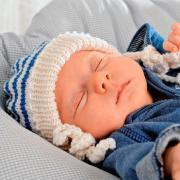 Как связать  шапочка с завязками в полоску для новорожденного