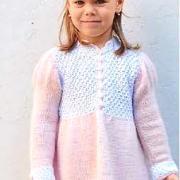 Как связать  детское двухцветное платье с кружевным орнаментом