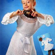 Как связать  детское нарядное платье с ажурными рукавами и украшение для волос