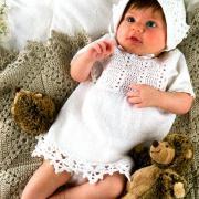 Как связать  детское платье с ажурной каймой