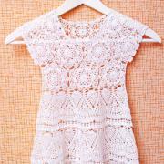 Как связать  детское платье без рукавов с ажурным узором