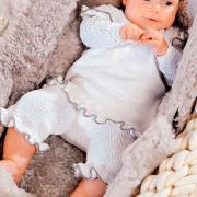 Как связать  платье и брючки для малыша с волнистыми краями
