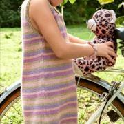 Как связать  прямое платье в полоску без рукавов