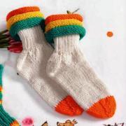 Как связать  детские носки с цветной окантовкой