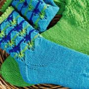 Как связать крючком носки с волнистым ажурным узором