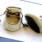 Как связать крючком пинетки для младенца на шнурках