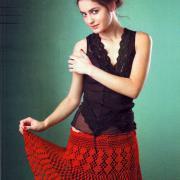 Как связать крючком красная ажурная юбка