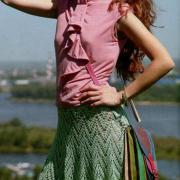 Как связать крючком расклешенная зеленая юбка до колена