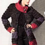 Как связать крючком объемное пальто с цветным рисунком