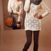 Как связать спицами ажурное платье-туника с длинным рукавом
