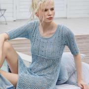 Как связать спицами ажурное приталенное платье с круглым вырезом