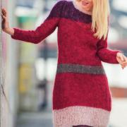 Как связать спицами цветное контрастное платье из мохера