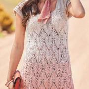 Как связать спицами легкое ажурное платье из пряжи секционного крашения