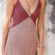 Как связать спицами летнее платье-сарафан с цветным лифом
