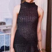 Как связать спицами маленькое черное платье с вырезом на спине