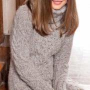 Как связать спицами объемное платье с косами и большим воротником