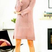 Как связать спицами платье реглан с разрезами по бокам