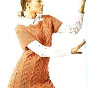 Как связать спицами платье-туника с рельефным узором