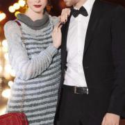 Как связать спицами полосатое платье-пуловер с шалевым воротником