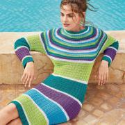 Как связать спицами приталенное платье с цветными полосами