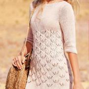 Как связать спицами приталенное платье с узорчатой вставкой