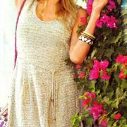 Как связать спицами серое платье с поясом