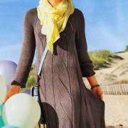 Как связать спицами свободное платье с ажурным узором