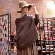 Как связать спицами безразмерный пуловер с большим воротом