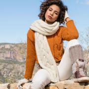 Как связать спицами джемпер и шарф с большой «косой»
