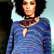 Как связать спицами меланжевый пуловер с глубоким вырезом на груди