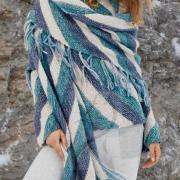 Как связать спицами объемный палантин в полоску и пуловер
