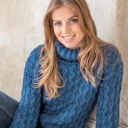 Как связать спицами объемный свитер с мелкими косами